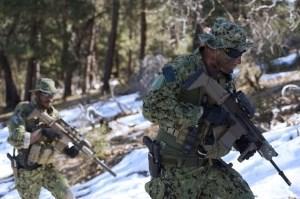 Chiến đấu trong điều kiện lạnh giá. (Ảnh: Navy SEALs)