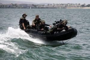 """Các chiến binh SEAL phải trải qua một đợt huấn luyện như """"địa ngục"""". (Ảnh: eBay)"""